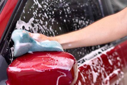 Megmutatjuk, hogyan lesz csillogó és tiszta autód